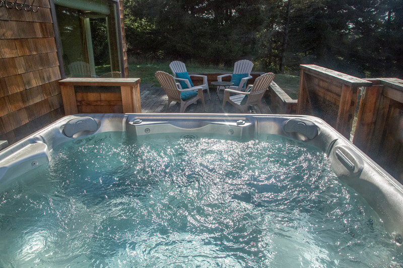 Hot tub, small table and four chairs.