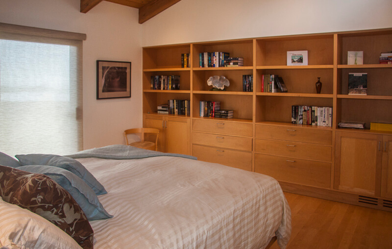 bedroom showing bed and bookcase