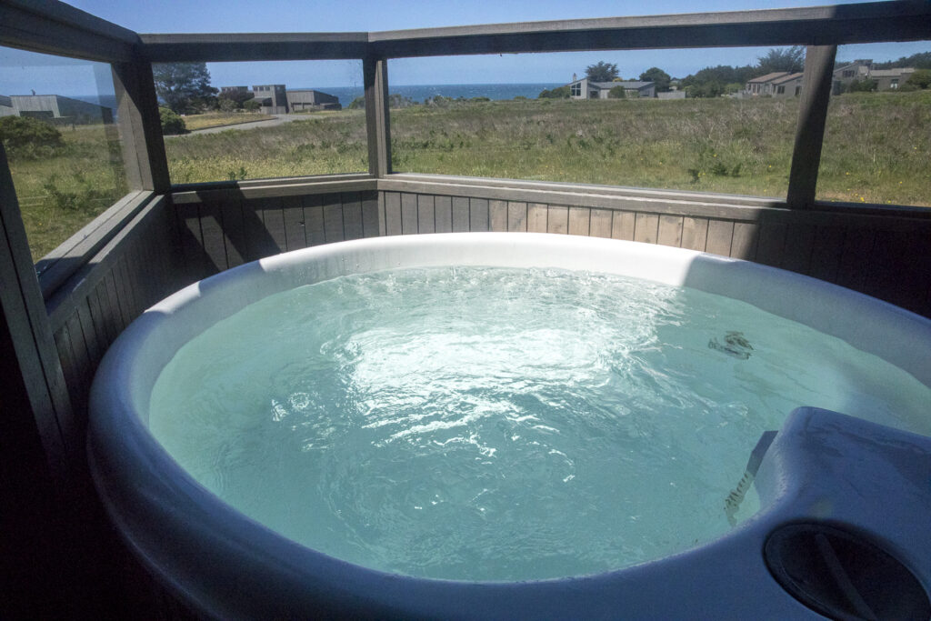 Hot tub with view to ocean